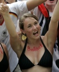FBL-WC2006-ECU-GER-SUPPORTERS-CELEBRATE